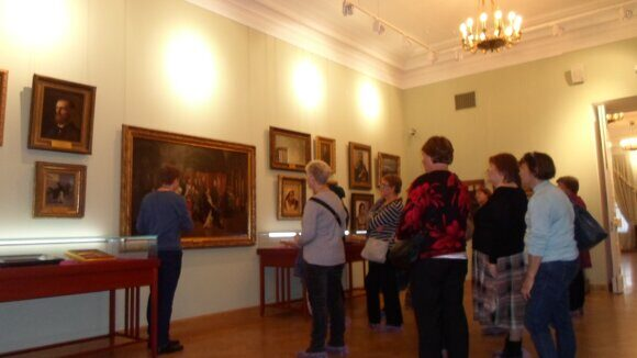 Экспозиция картин и фарфора  в Путевом дворце Екатерины (подлинные вещи  из усадьбы Куракиных)